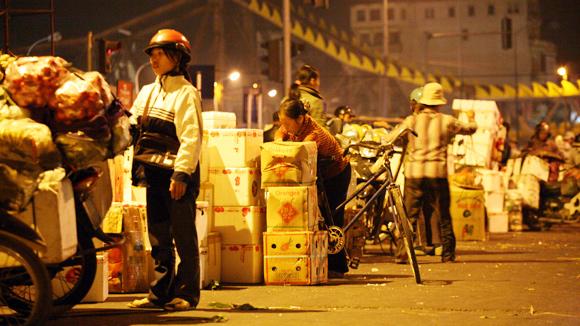 Rau quả Trung Quốc ồ ạt đổ về các chợ